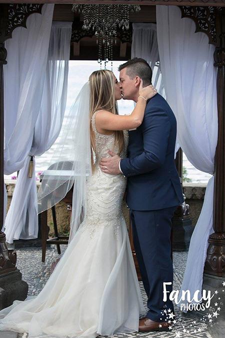 Bride, Kimberley Elliot, wedding flowers
